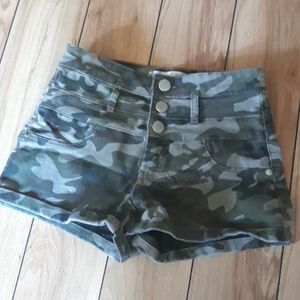 Highwaisted Camo Shorts